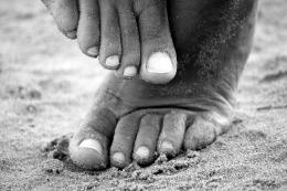 feet-195061_1920.jpg